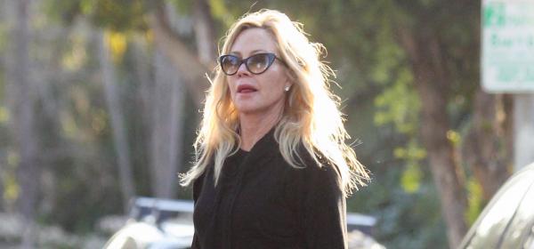 Животът след 60: Мелани Грифит, pretty woman, walking down the street
