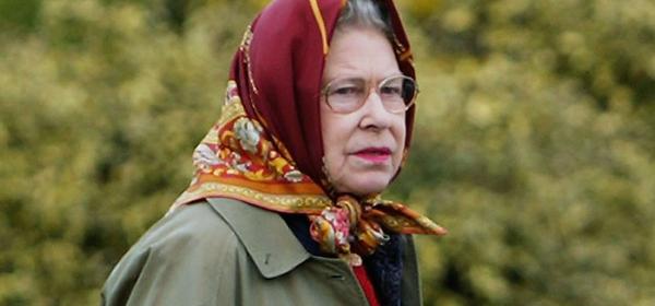 Кралицата се безпокои, че няма да вижда малкия Арчи