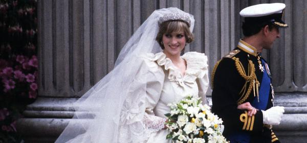 Сватбената рокля-катастрофа на Принцеса Даяна