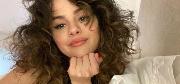 Rare Beauty на Селена Гомес дарява $100 милиона в подкрепа на психичното здраве