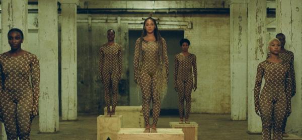 С помощта на Beyoncé полумесеците на Marine Serre станаха хитовият десен за 2020
