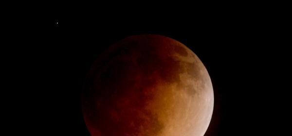 Черната Луна е тази вечер: какво ни очаква по зодии