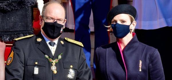 Уличният стил на звездите: траурната барета и странното палто на княгиня Шарлийн