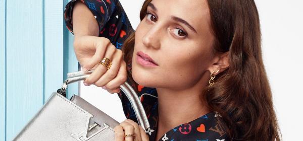 Кой как избра да се рекламира: Алисия Викандер за Коледния Louis Vuitton