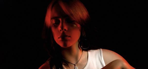 Били Айлиш с фотокнига за живота и кариерата й