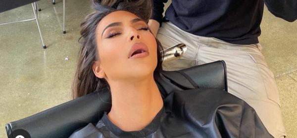 Снимка на заспалата при фризьора Ким Кардашян взриви мрежата
