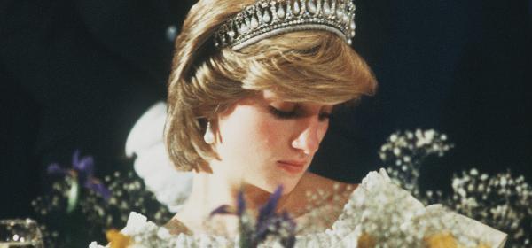 Принцесата на скъпоценностите: Взимаме пример от Ди как да носим сапфири, диаманти, перли