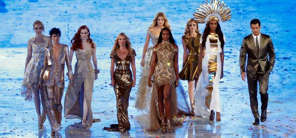 Красота! Björk, Posh Spice и други ИСТОРИЧЕСКИ модни моменти от Церемонии по откриването на Олимпиадата