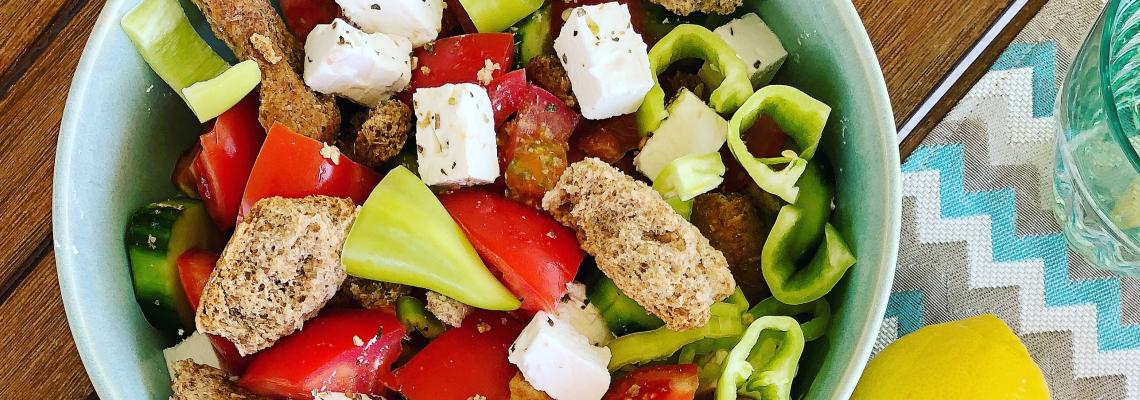 Вкусни рецепти от Яна а.к.а. salted.figs: Гръцка салата с тученица