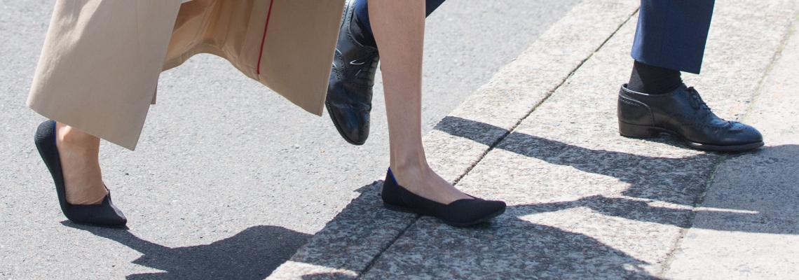 Политически коректните обувки за 125$ долара на Меган