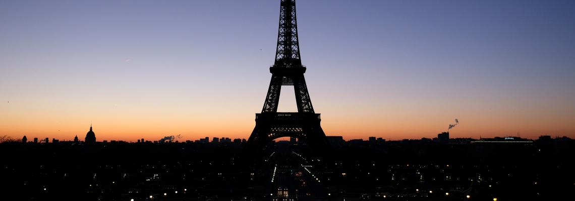 Продават Айфеловата кула