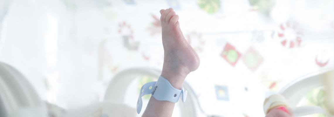 Pampers дарява най-малките пелени в историята на бранда, създадени за най-крехките недоносени бебета