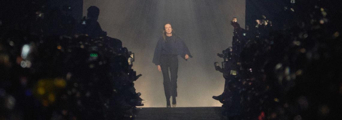 Мистицизъм и доза dark vibes в романтичната колекция на Givenchy