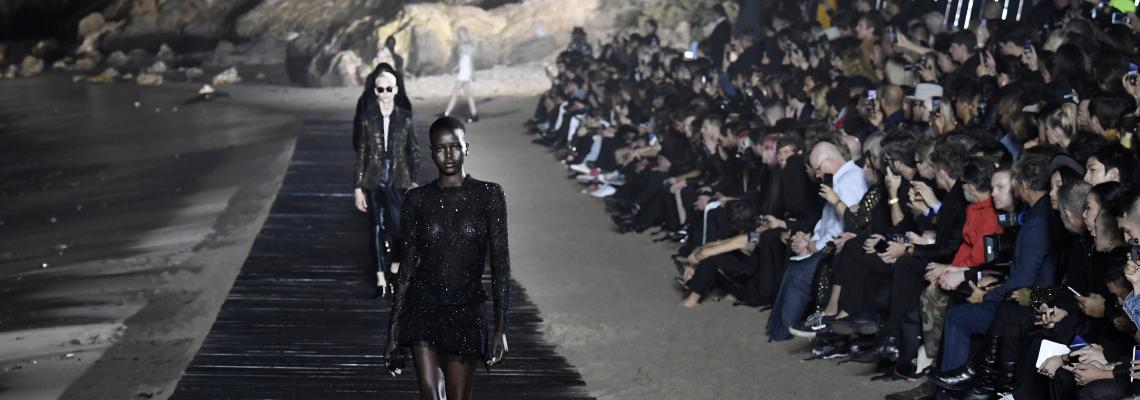 Амбър Валета, Киану Рийвс, Аня Рубик & триметровите й крака на първи ред на Saint Laurent
