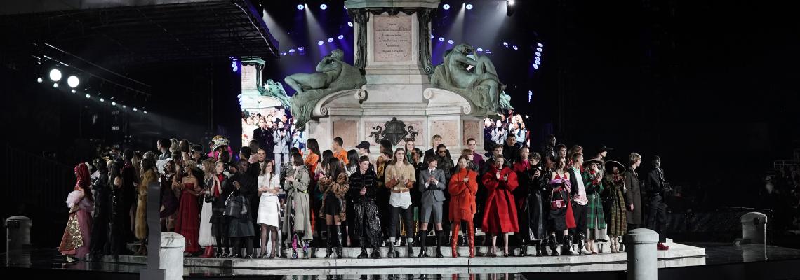 Онлайн гигантът събра най-големите в модата на истински спектакъл