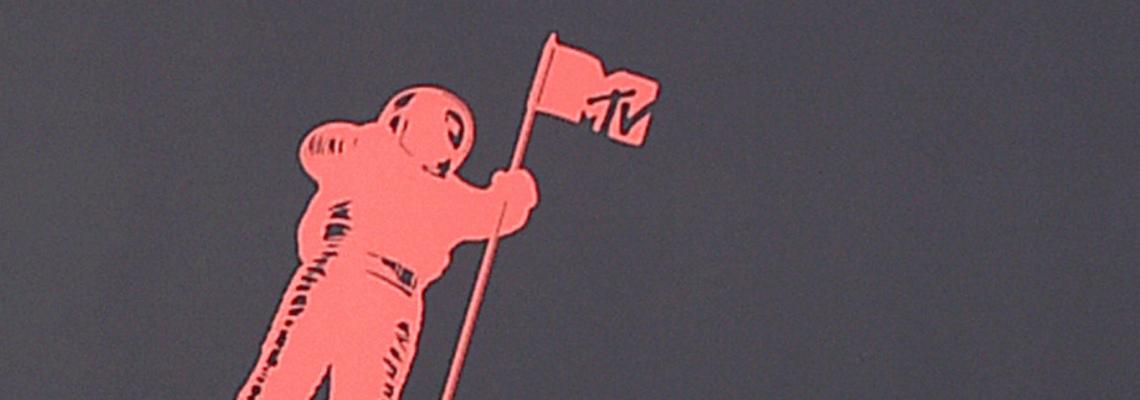 Г като Гаф: Многото модни недомислици от червения килим на MTV наградите