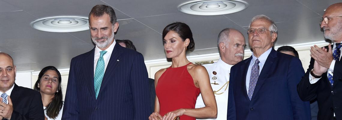 We love: Летисия, Куба, идеалната червена рокля