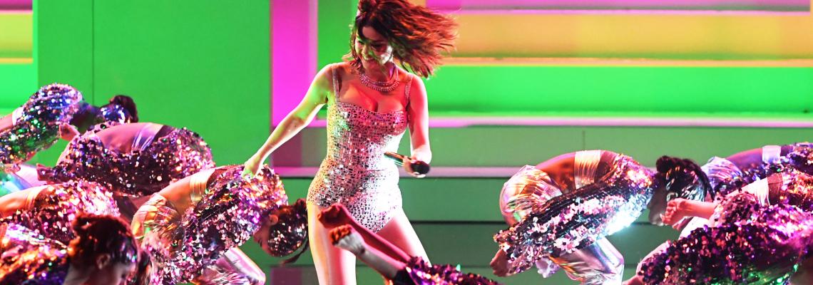 Кой какво облече на American Music Awards: Dua Lipa, Хайди Клум, Селена Гомес & още