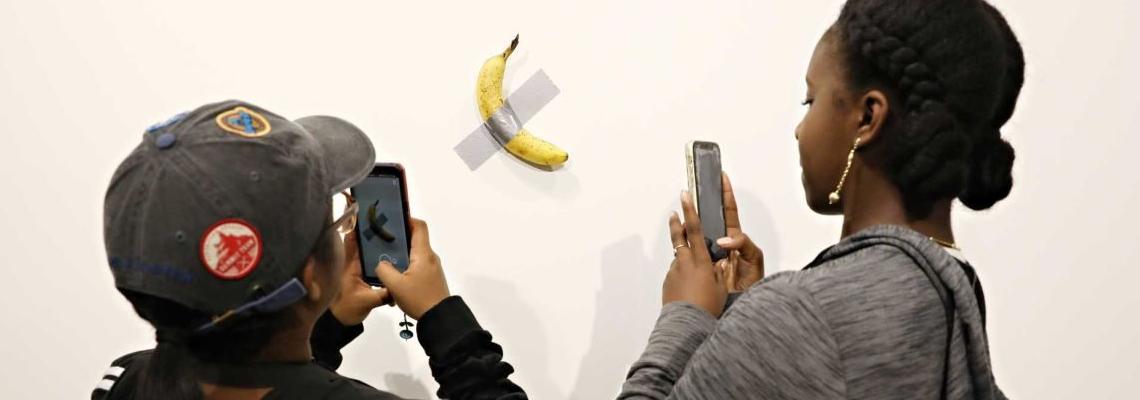 Един банан с тиксо за вкъщи, моля. Разбира се, 120 000 долара, моля!