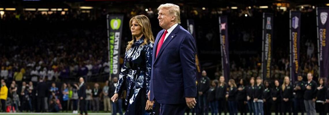 Мелания Тръмп с висок ток, дори на футболното игрище