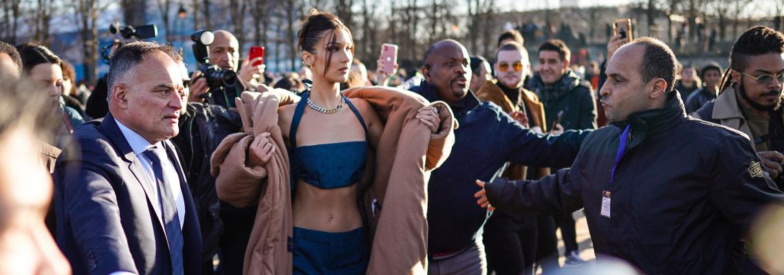Да или Не: кроп топ и палто, мода в условията на глобално затопляне?
