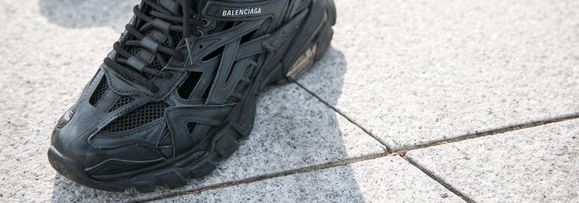 Лу-да за sneakers ще си ос-та-на, дори да бъ-даа жива рана