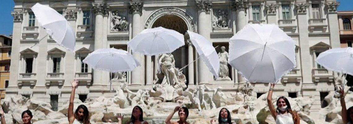 Булки на протест срещу отмяната на сватби заради COVID-19