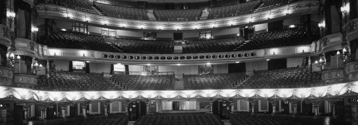 За първи път в историята: Народният театър играе през август!