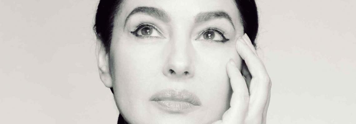 Ваканцията на известните: Моника Белучи на о. Парос