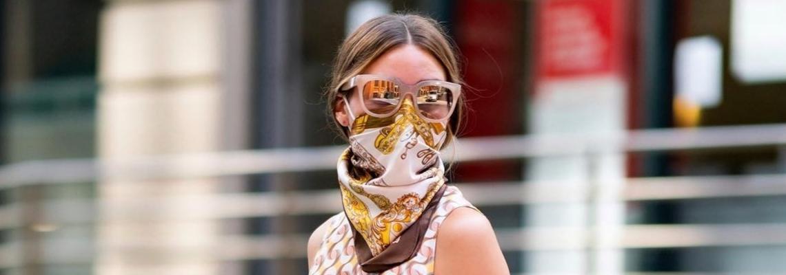Уличният стил на звездите: как да си носим маската/шала като Оливия Палермо