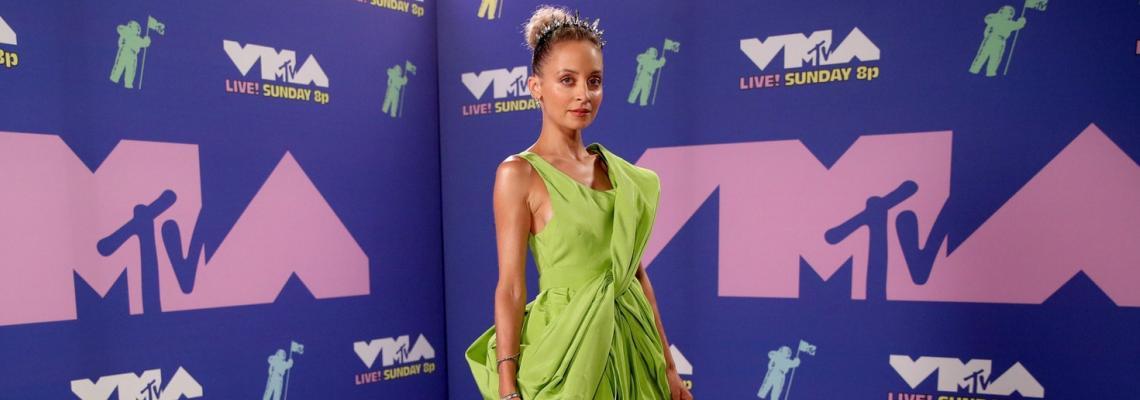 MTV VMAs 2020: знаковата постепидемична мода на Червения килим