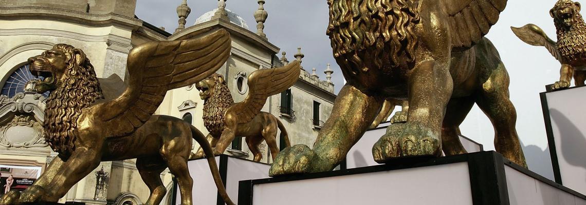 Филмовият фестивал във Венеция започна. Ако си носим маските, гледаме страхотна програма!