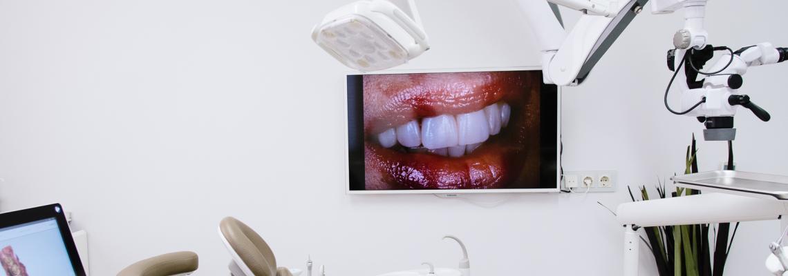 Д-р Павел Панов за продуктите, които гарантирано правят усмивката ни
