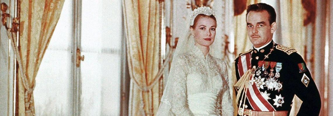 Истинската история зад сватбените одежди на Грейс Кели и библията в ръката й