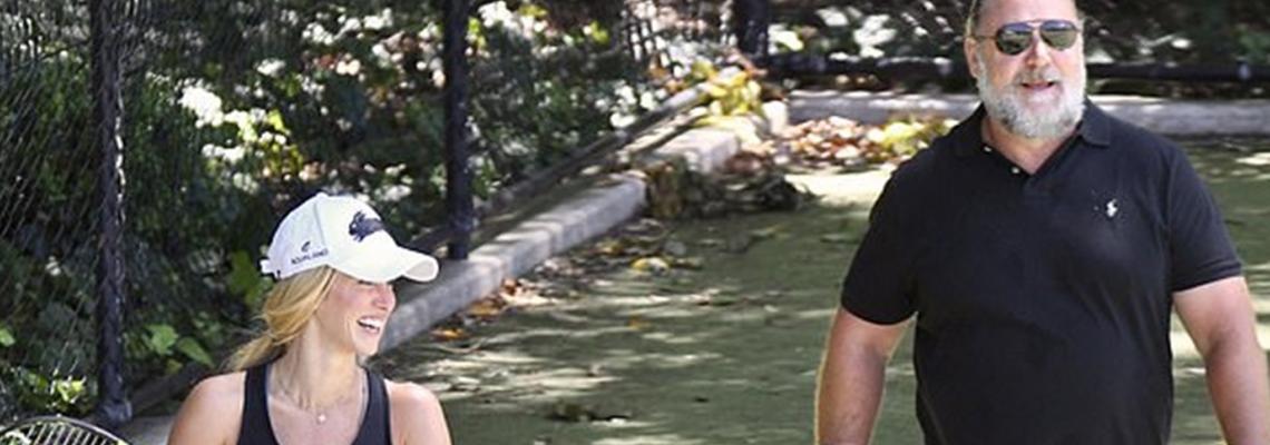 Обичта на известните: Ръсел Кроу, тенис и целувки с 26 години по-младата Бритни