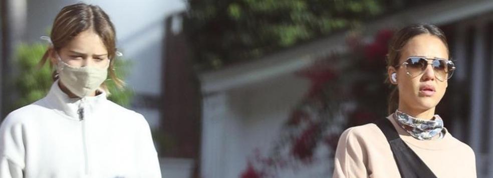 Уличният стил на звездите: Джесика Алба и 12-годишната Онър в Лос Анджелис