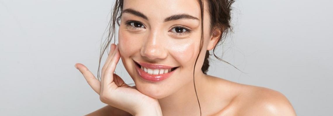Beauty trend: стъклена кожа & рошави вежди