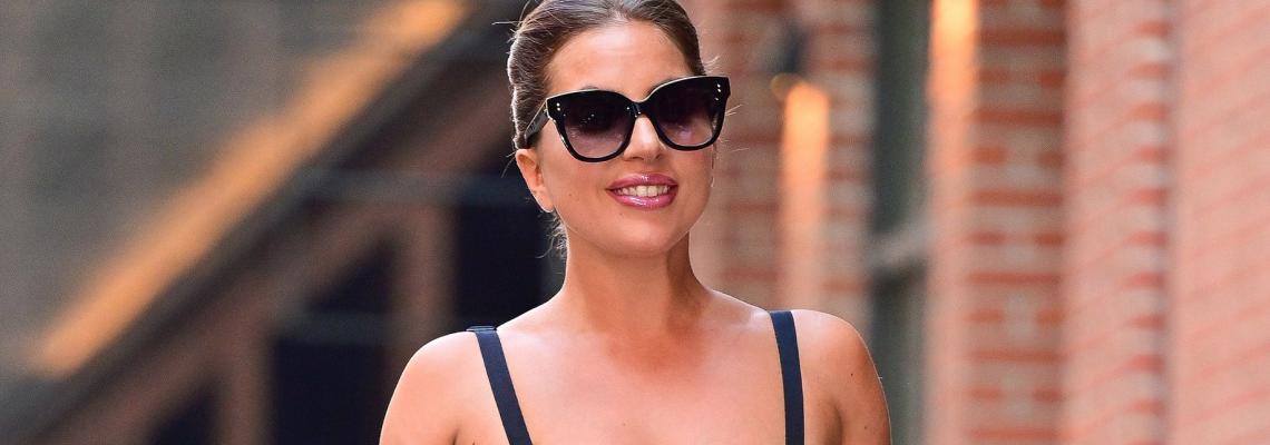 Тази жена е Кралица: Лейди Гага и ботушките й