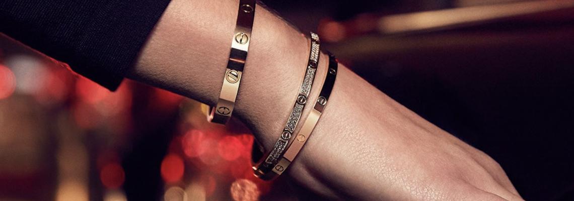 Любовната гривна на Cartier е бижу-икона, припомняме защо толкова ИСКАМЕ да я имаме