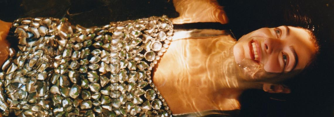 Lorde в Schiaparelli, Balenciaga, Alexander McQueen, Dolce & Gabbana, Marni, Dior, Gucci и Celine за Vogue