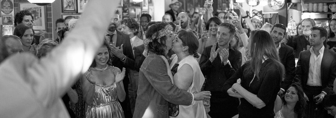 Лена Дънам се омъжи: вижте трите сватбени рокли на щастливата 35-годишна звезда