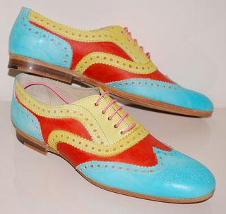<strong>Дамски обувки тип Оксфорд<br />Paul Smith, бутик Тrend box,<br />720 лв</strong>