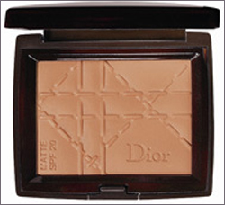 <strong>Poudre de soleil SPF 20,<br />Dior Bronze 78 лева <br />от BeautyZone, CCS</strong>