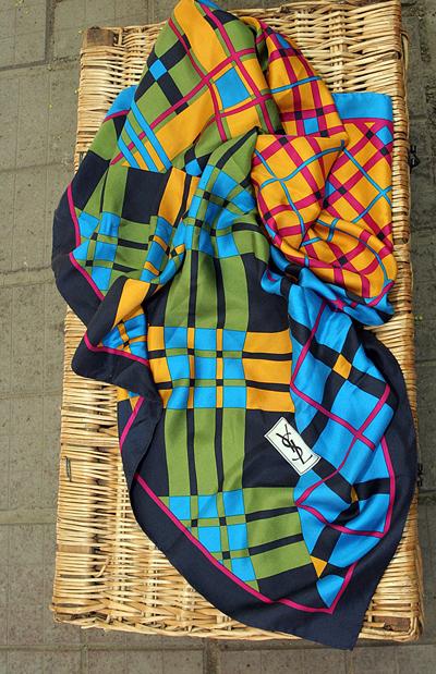 Копринен шал YSL, 100 лв.Магазин на ул. Хан Крум 11