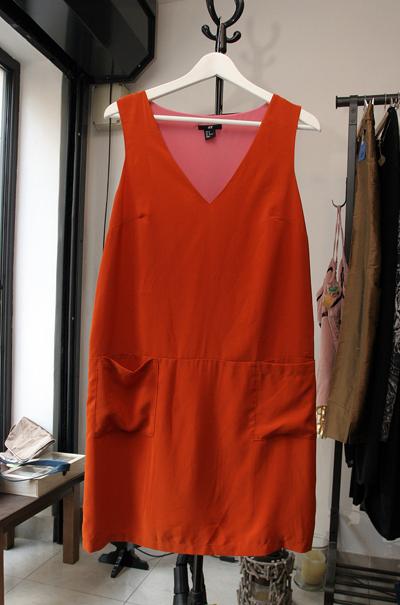 Рокля в коралов цвят, H&M, 28 лв.Магазин