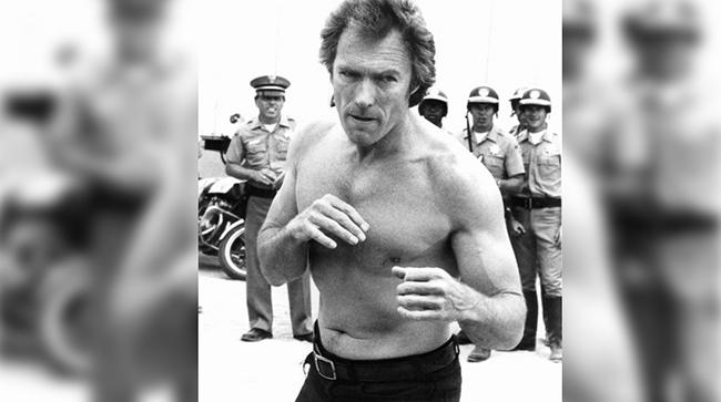 """Клинт Истууд Колкото повече остарява, толкова по-здрав става. Изигра ролята на """"лошият"""" в Dirty Harry (1971), а малко по-наскоро изигра ролята на здрав боксов треньор в Million Dollar Baby (2004). Все мъжкарски роли"""