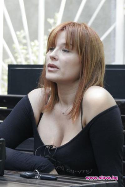 Аня ПенчеваАктрисата, която се смяташе за българския секссимвол,дължи голяма част от слвата си на бюста.