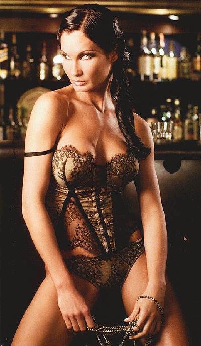 Цеци КрасимироваТоп моделът раждадъщеря си на 18 и днесна 31 все още изкушаваот реклами и билбирдис бюст и типичния й поглед.