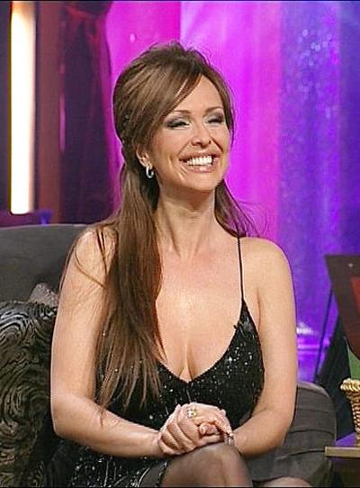 ГлорияТя е като Лили Ивановав поп-фолка. И като нея има доста пластични операциизад гърба си.