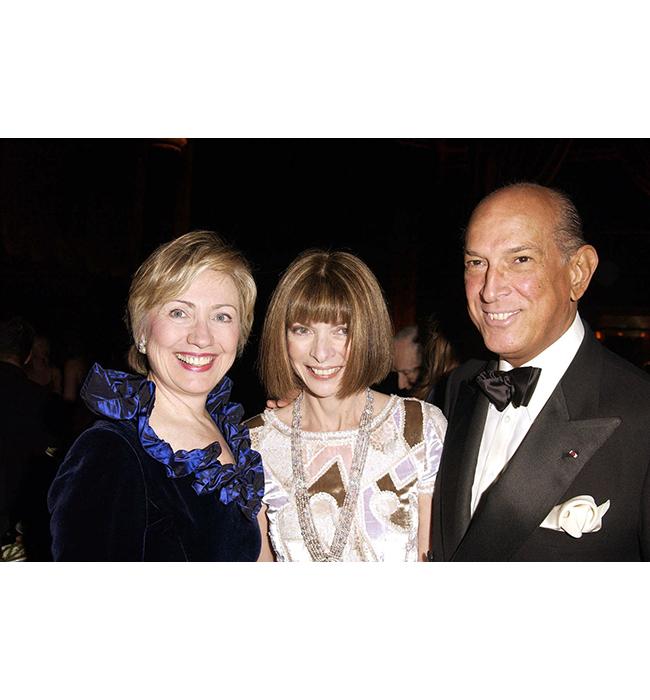 Хилъри Родхъм Клинтън, Анна Уинтур, и Оскар де ла Рента, 2005